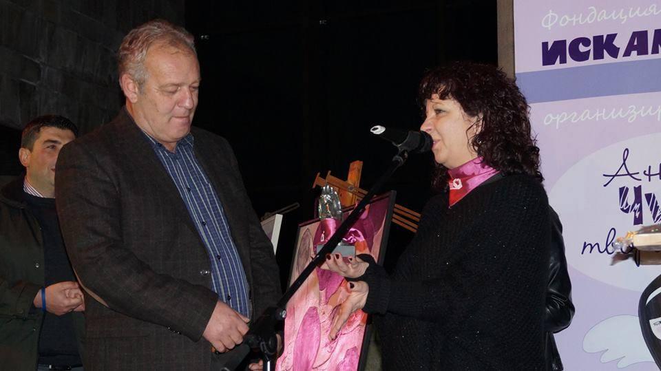 """Кметът на Смолян получи символите на фондация """"Искам бебе"""""""
